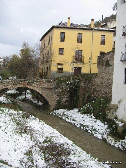 Río Darro con nieve