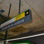 Letrero de la estación de la Ciudad de la Justicia