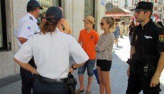 """Agentes franceses patrullan este verano junto a la Policía Nacional en Málaga dentro del proyecto """"Comisarías Europeas"""" de la UE"""